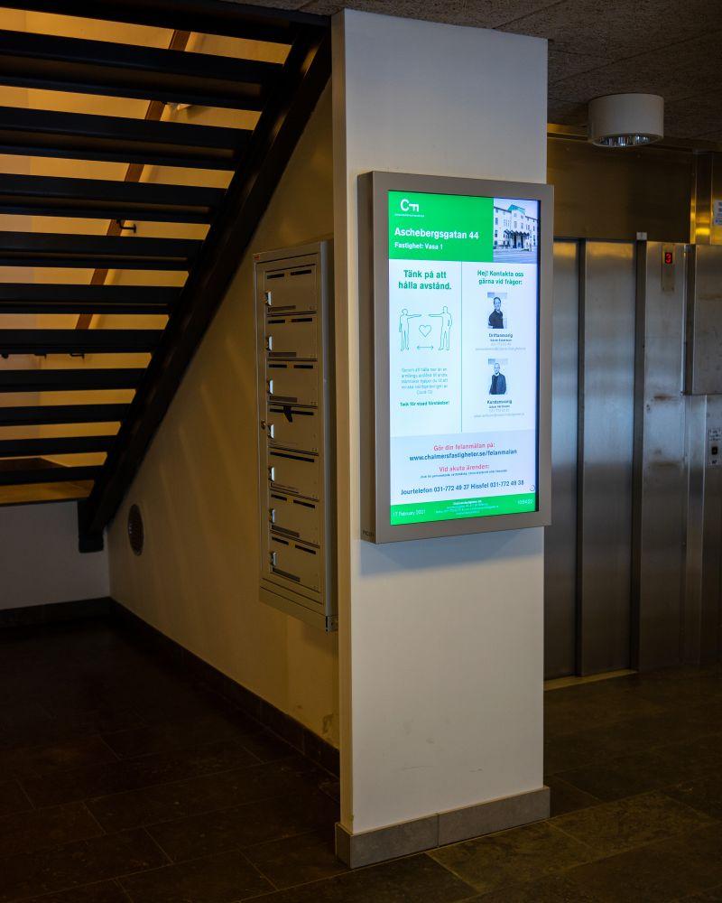 Bild på en digital trapphustavla