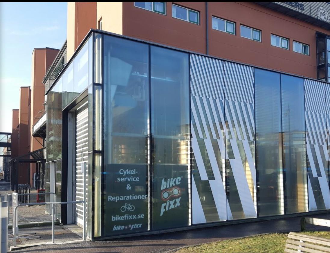Bild på elbussvänthallen i Lindholmen
